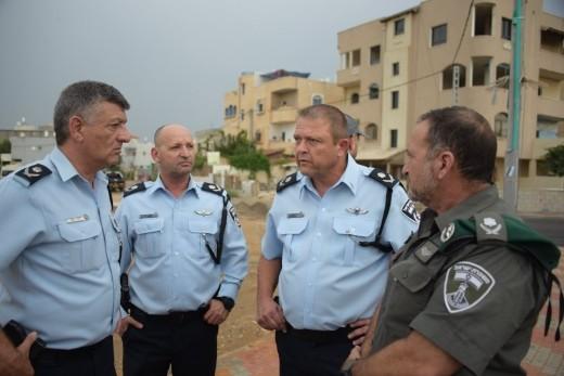 قائد الشرطة العام يزور قرية جسر الزرقاء
