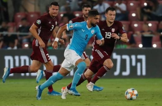 مؤنس دبور يقود منتخب اسرائيل للفوز على لاتفيا 3-1