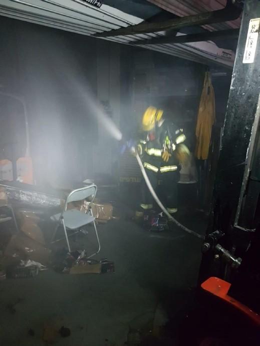 اندلاع حريق في مخزن مُجمّع سيتي مول في يركا