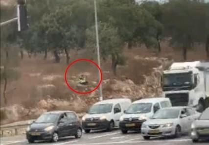 فيديو:شرطي يرصد سرعة السيارات عند مفرق الموفيل