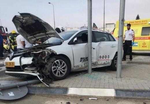 النقب: مصرع رجل وشاب وإصابة آخر في حادث