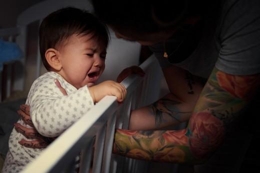 9 حيل لتنويم طفلك الرضيع