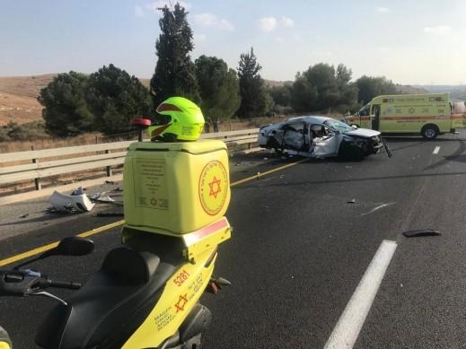 مصرع سيدة حامل وطفلتها (12 عامًا) جراء حادث طرق مروّع