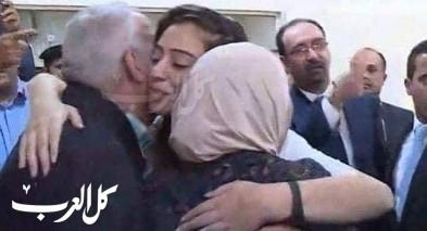 هبة اللبدي تُعانق والديها بعد الحرية.. صور