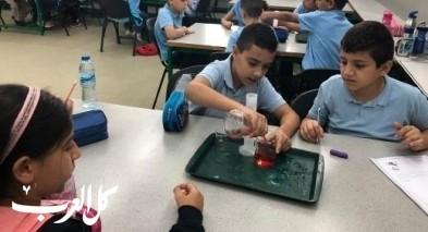 مركز العلوم يستضيف مدرسة الأخوّة في تجارب علميّة