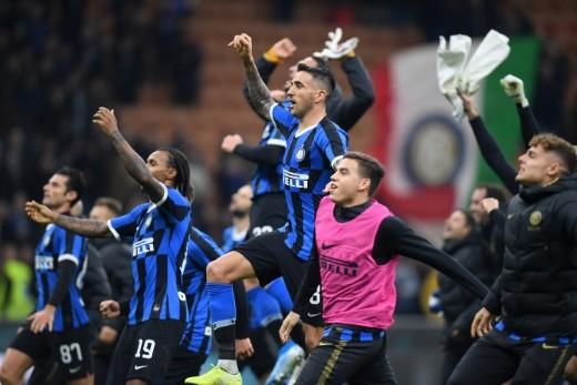 إنتر يتجاوز هيلاس فيرونا نحو صدارة الدوري الإيطالي