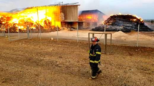 تجدد الحرائق بين قريتي الدحي ونين