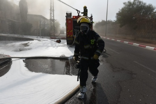 اندلاع حريق كبير في مصنع بمدينة سديروت