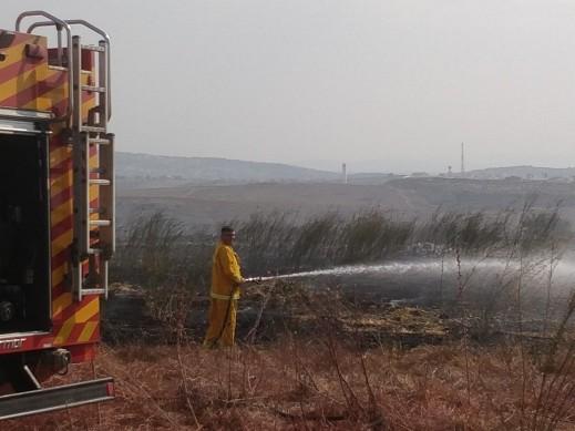 طواقم الإطفاء والإنقاذ تسيطر على حريق هائل قرب برطعة