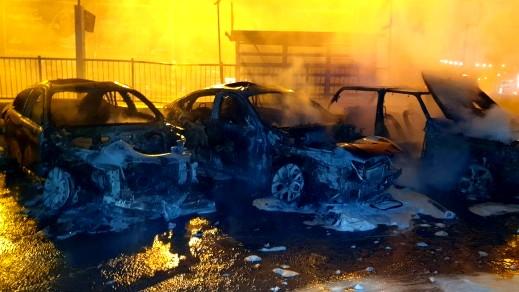 جولس: النيران تلتهم 6 سيارات..الطّواقم: كان متعمدًا