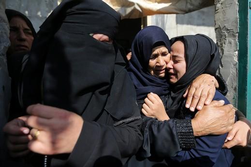 استشهاد 8 أبناء عائلة واحدة في دير البلح وسط القطاع