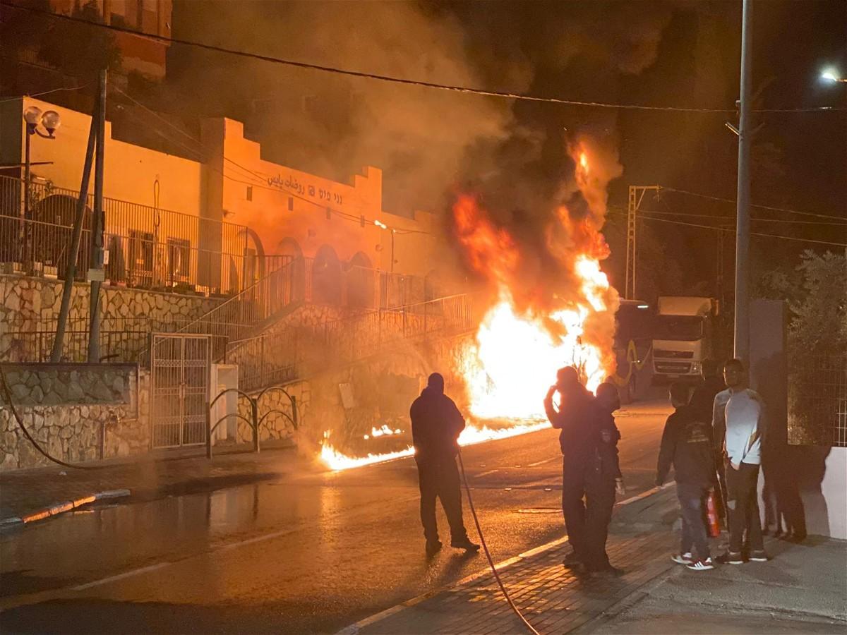 كفركنا: اندلاع النيران بحافلة دون اصابات