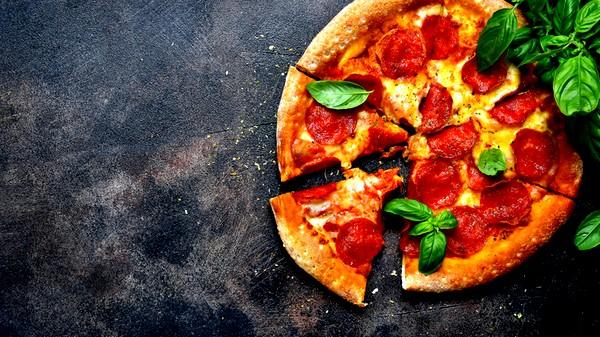 من المطبخ الإيطالي: بيتزا ببروني