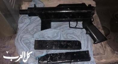 القدس: اعتقال مشتبهين بعد ضبط سلاح وذخيرة بمحل تجاري