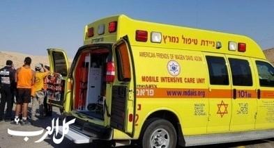 النقب: إصابة شاب بعد سقوطه عن دراجة نارية