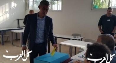 مرشح الرئاسة لبلدية باقة رائد دقة يدلي بصوته