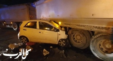 اصابة شابة بجراح خطيرة في حادث طرق بين شاحنة وسيارة