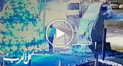 فيديو: شاب يضرم النار بشجرة الميلاد في جديدة