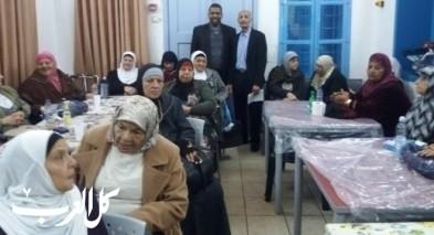 مؤسسة عكا تقدم مشروع الشتاء الدافئ في مركز المسنين
