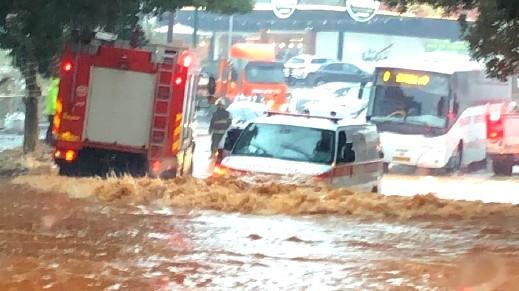المغار: الامطار الغزيرة تغرق شوارع البلدة