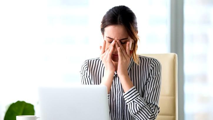 ما هي أعراض نقص السوائل في الجسم؟
