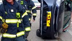 حيفا: إصابة رجل جراء انقلاب سيارة بحادث طرق ذاتي