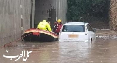 بيتح تكفا:طواقم الانقاذ تعمل على تخليص عالق غرق في وادٍ