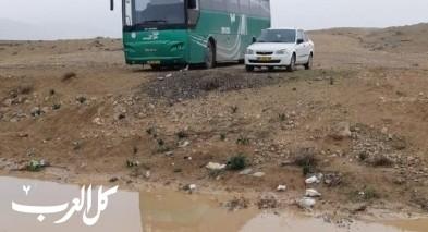 بالفيديو| النقب: سائق جرار يتبرع بنقل الطلاب