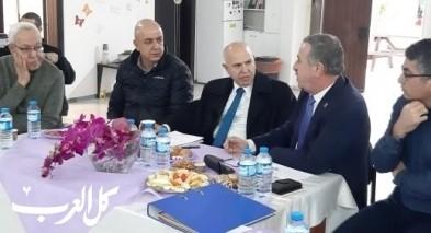 رئيس مجلس طرعان يستضيف وفدًا رفيعًا من المعارف