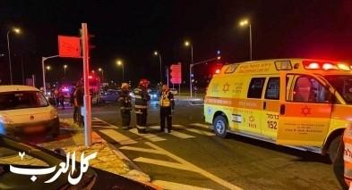 اصابة 3 اشخاص في حادث طرق على شارع 90