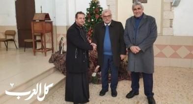 القاضي سمارة والشيخ ريان يعايدان الأب خوري