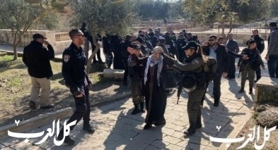 الشرطة تعتقل 5 نساء من أمام مصلى باب الرحمة في الأقصى