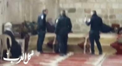 الشرطة تقتحم مصلى باب الرحمة بأحذيتهم لاعتقال فتاة