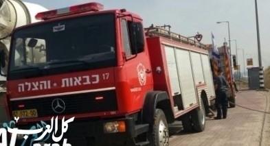 الناصرة: إندلاع حريق بسيارتين وإنتشار دخان كثيف بمنزل