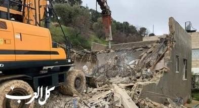 القدس: عائلة الدبس تهدم منزلها بيدها