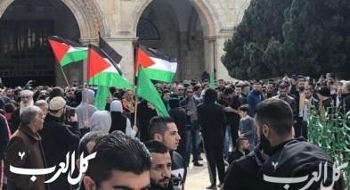 رفع الأعلام الفلسطينية في باحات الأقصى