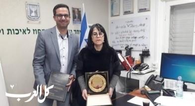 د. ناجي عباس من الناصرة يلتقي أورنا سمحون