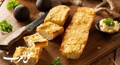 خبز الثوم بالجبن الموزاريلا.. صحة وهنا