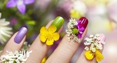 تألقي بتصاميم وألوان اظافر ربيعية