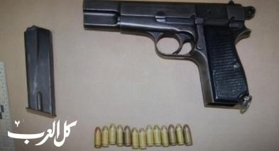 اعتقال مشتبه من الطبية بعد ضبط مسدس وذخيرة ومخدرات