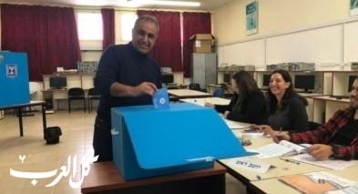 رئيس القطرية يدلي بصوته ويدعو للتصويت