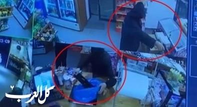 توثيق بالفيديو للحظة إقتحام محل في كابول