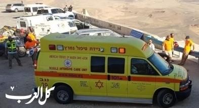 النقب: 3 إصابات بينها خطيرة بحادث طرق