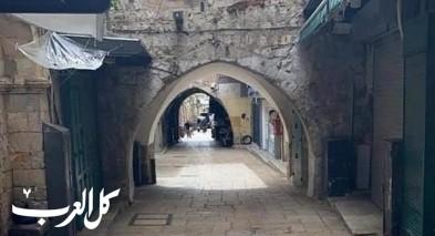 حيفا: تقوم الشرطة بإغلاق المحلات التي تشهد بالتجمهر