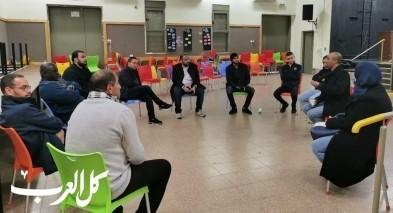 رهط: المركز الجماهيري يعقد اجتماعا مصغرا مع خبير