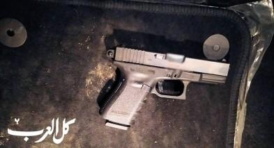الرملة: اعتقال مشتبه بحيازة مسدس