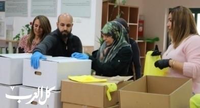 مجلس كفرقرع يوزع وجبات الطعام الجاهزة على المسنين