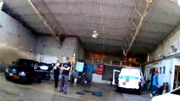 عكا: إغلاق محل غسيل سيارات وتغريم صاحبه