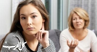 شابة: أمي تحاول اقناعي بالزواج من قريبها