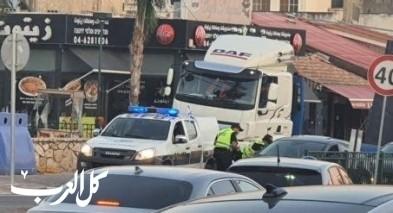 قوات الشرطة تنصب حاجزًا في باقة الغربية